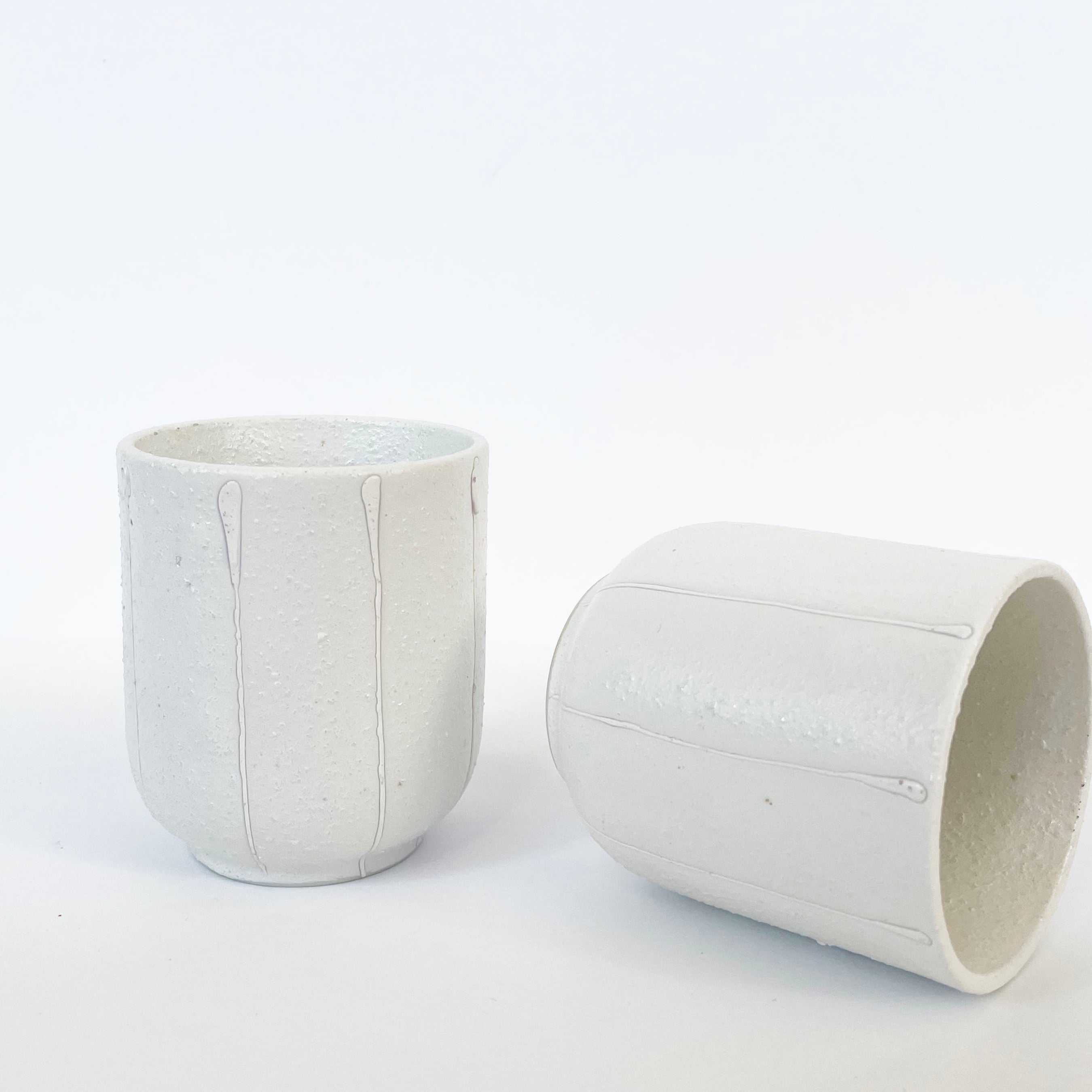 Tea mug in white with White Vertical lines