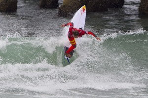 Carissa Moore (HAW), 20, has won the Vans US Open of Surfing over local favorite Courtney Conlogue (USA), 20, by a score of 16.00 to 11.60. The win vaults the Hawaiian to No. 1 on the ASP Women's WCT over then leader Tyler Wright (AUS), 19. The Vans US Open of Surfing is the sixth of eight stops on the ASP Women's World Championship Tour (WCT) offering crucial points towards both surfers' ASP World Title campaigns and requalification for the 2014 ASP WCT.