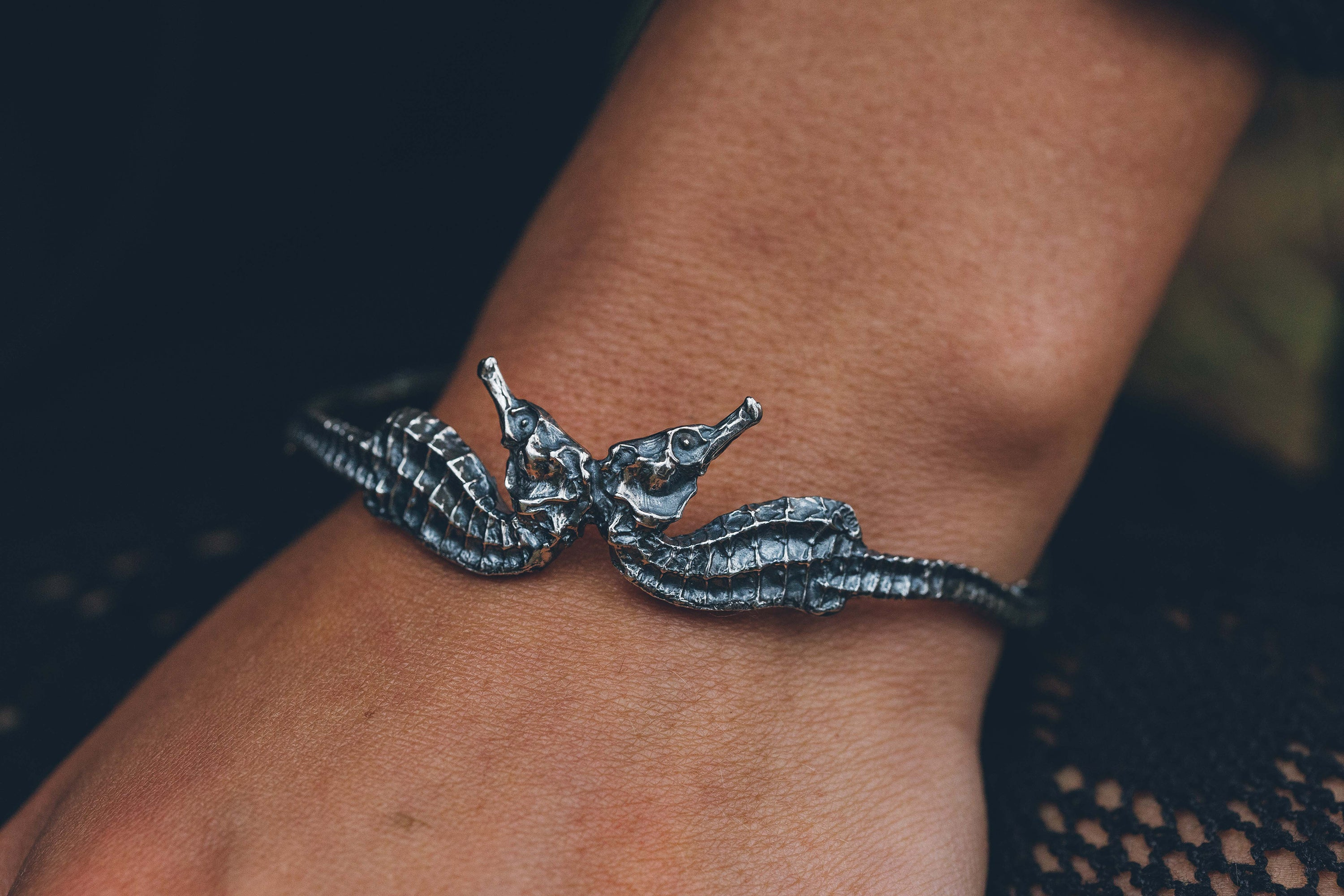 Conjoined Seahorse Bangle (Blackened Silver)
