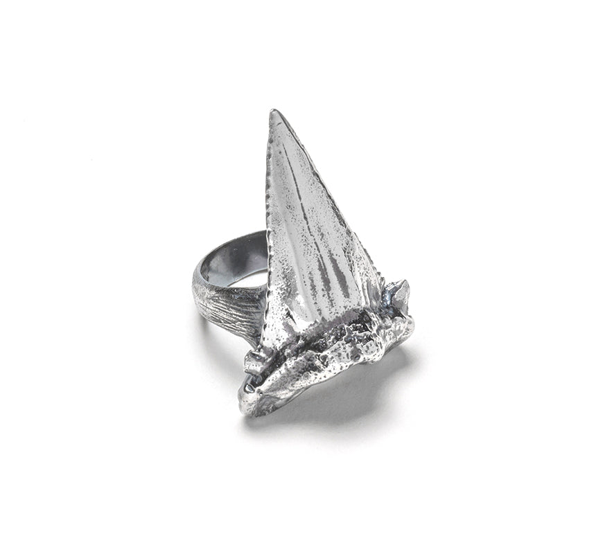 Large sharks tooth ring ~ (blackened silver)