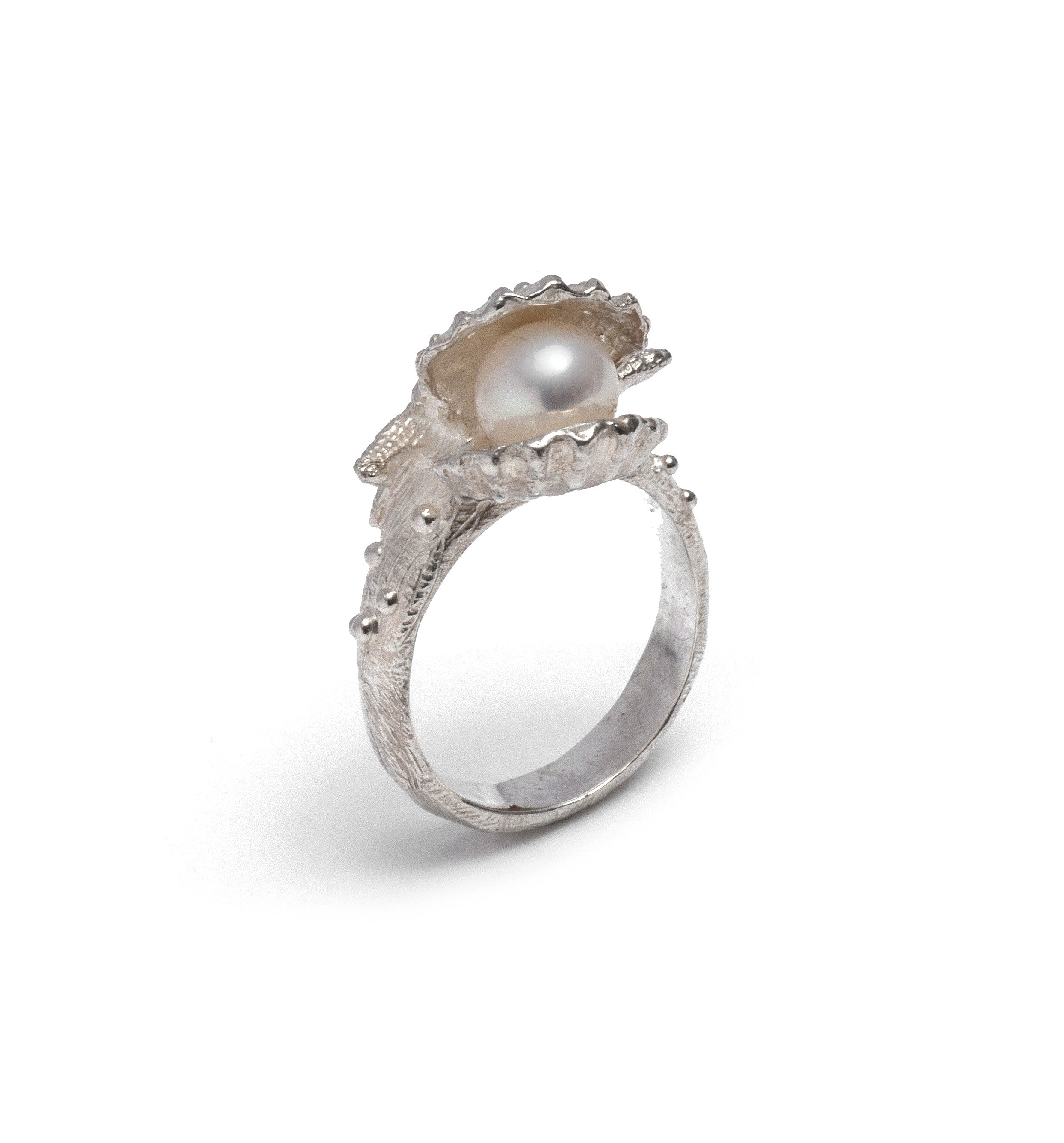 (SALE) Clam shell pearl ring ~ (polished silver)