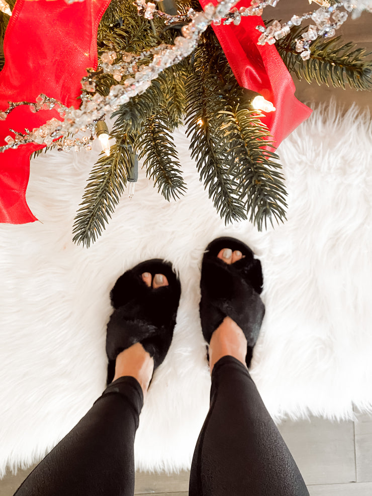 COZY TOES FAUX FUR SLIPPERS
