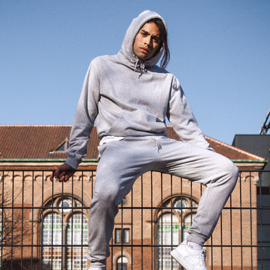 harvestclub-harvest-club-leuven-dedicated-hoodie-falun-rocky-pose-grey-melange