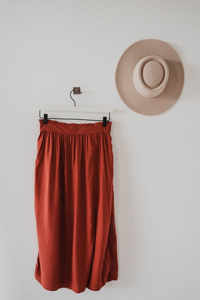 harvestclub-harvest-club-leuven-jlab3l-midi-skirt-bodhi-barn-red