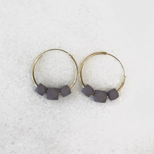 JACQUELINE & COMPOTE Facet Earring Lila Grey