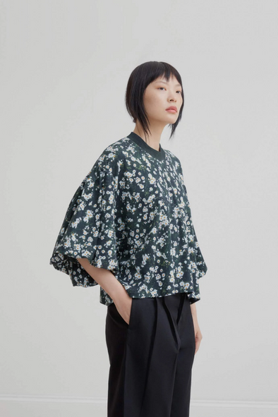 harvestclub-harvest-club-leuven-kowtow-balloon-sleeve-tee-meadow-print