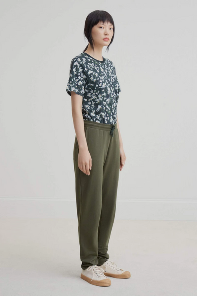 harvestclub-harvest-club-leuven-kowtow-building-block-pant-dark-green