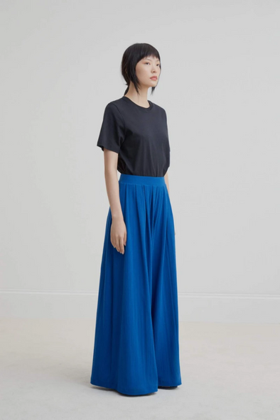 harvestclub-harvest-club-leuven-kowtow-drape-pant-electric-blue