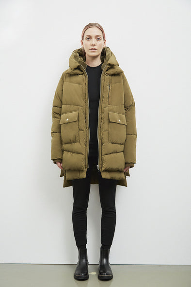 EMBASSY OF BRICKS AND LOGS Lyndon Down Jacket • Olive