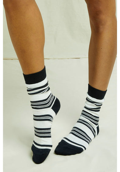 harvestclub-harvest-club-leuven-people-tree-stripe-socks-black-ecru