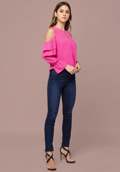 BELEN TIERED RUFFLE TOP LONG SLEEVE WOV TOP - bebe Arabia