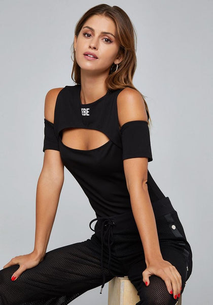 LOGO CUTOUT BODYSUIT Bare Wov Top - bebe Arabia