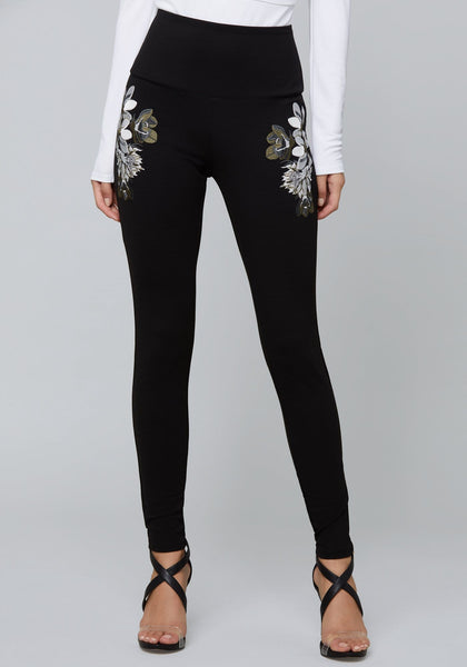 IVORY EMBROIDERED LEGGINGS Legging - bebe Arabia