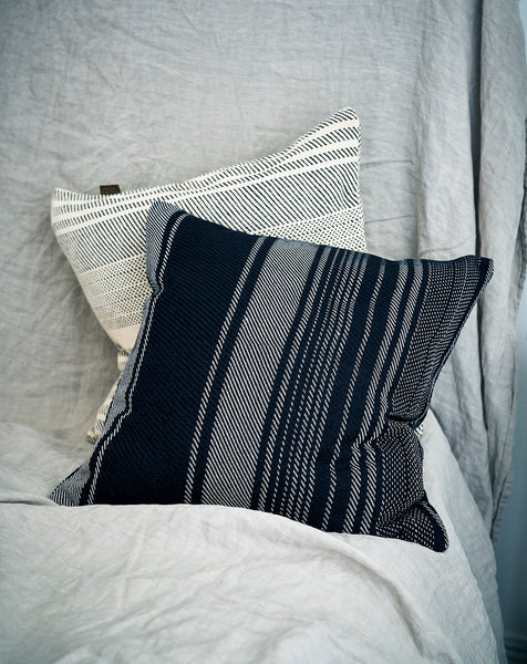 Cushion in wool and silk