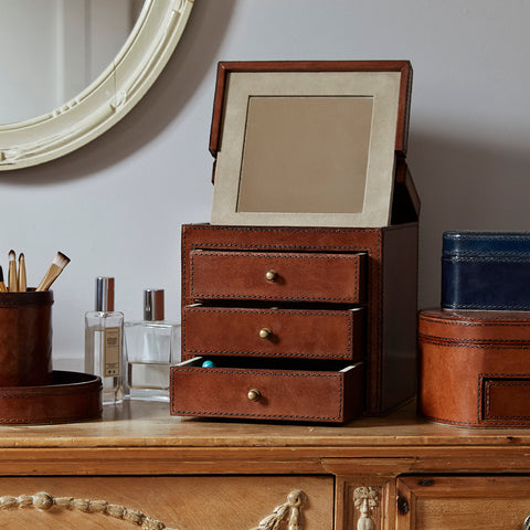 leather vanity jewellery box with the lid open