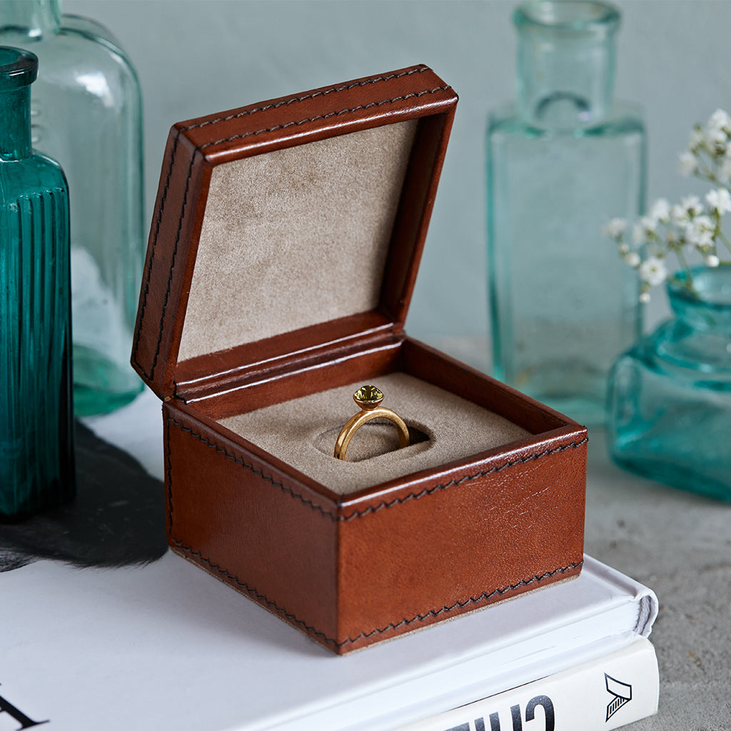 single leather engagement ring box in conker brown