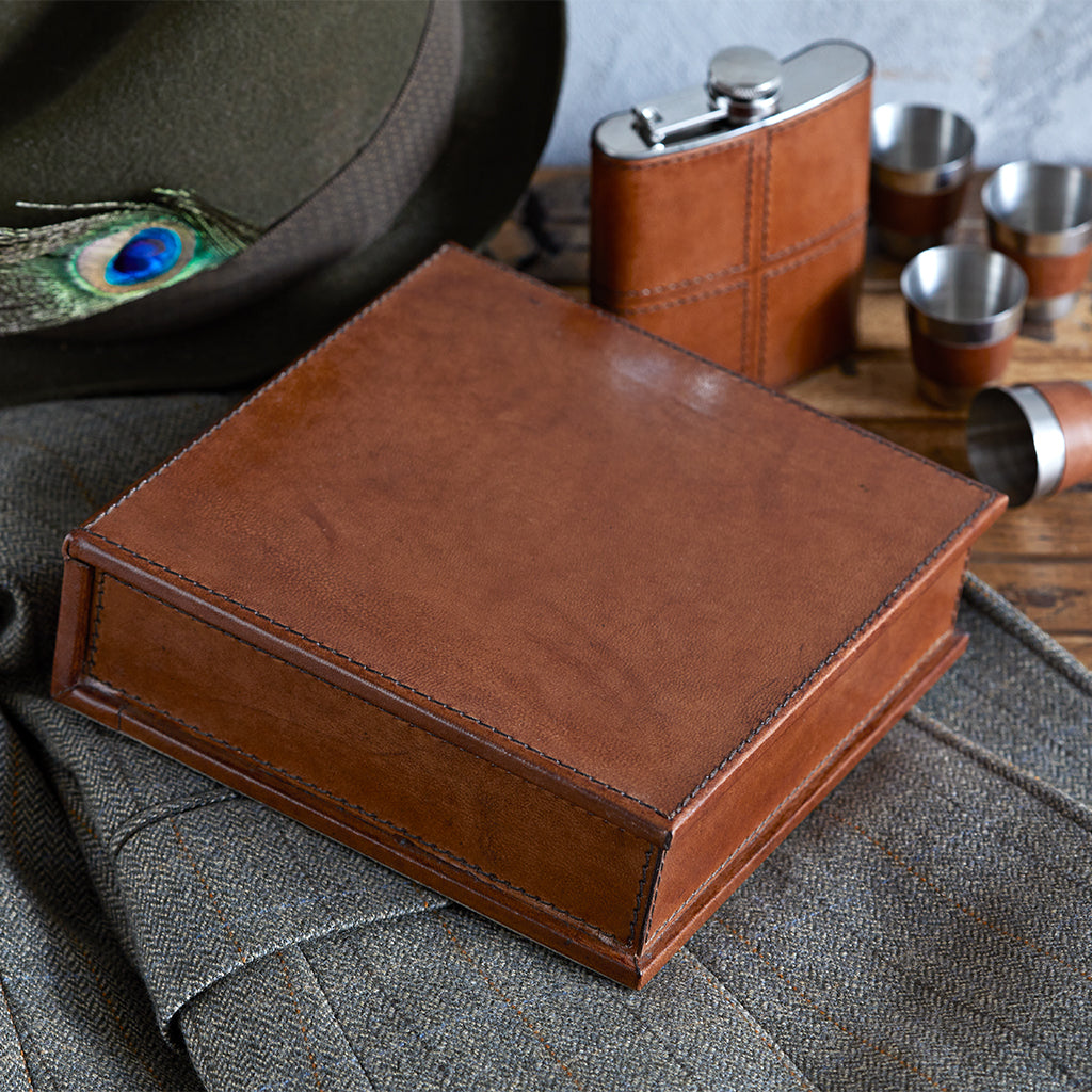 Hip flask gift set in conker brown closed