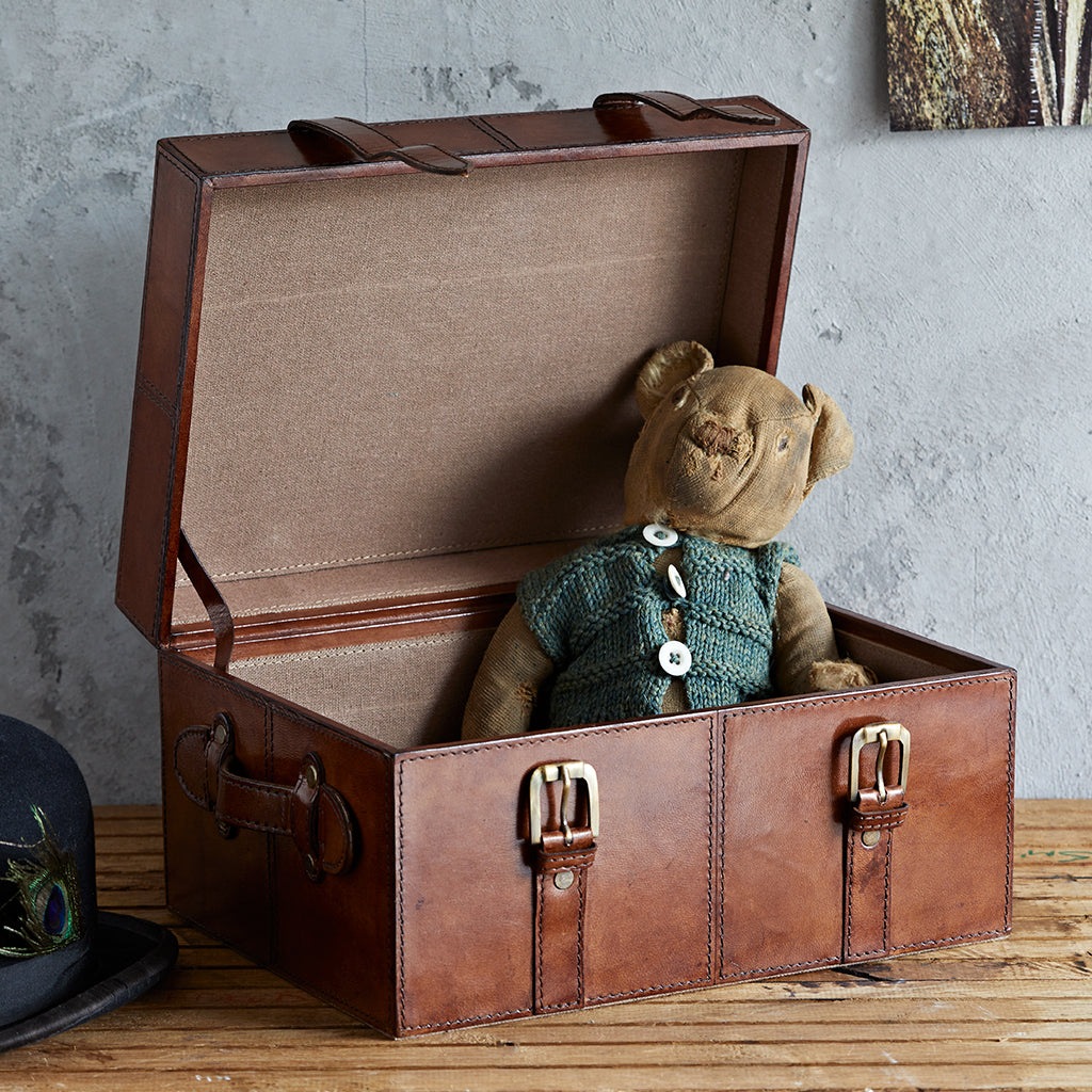 Store precious memories in the keepsake trunk