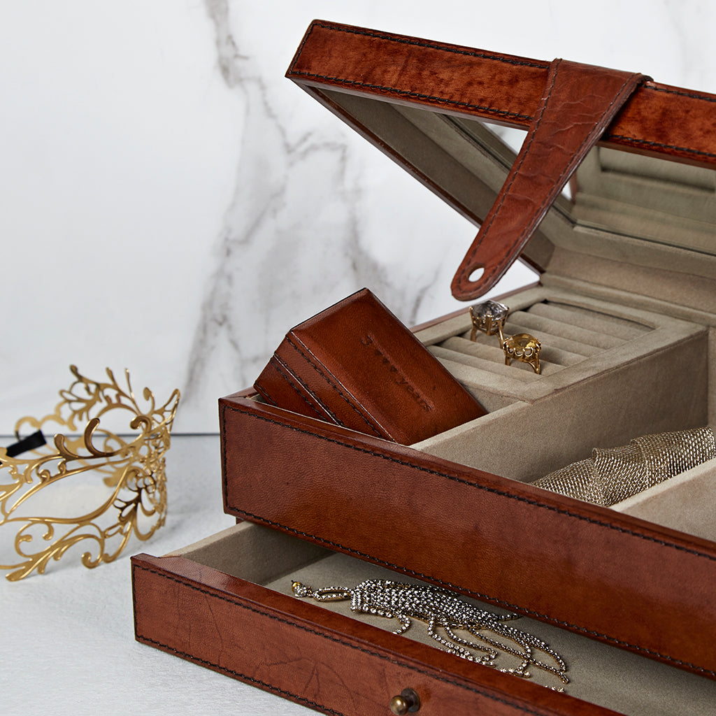 Jewellery box with travel ear ring box