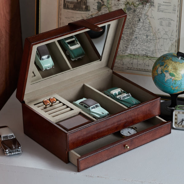 Men's jewellery box open
