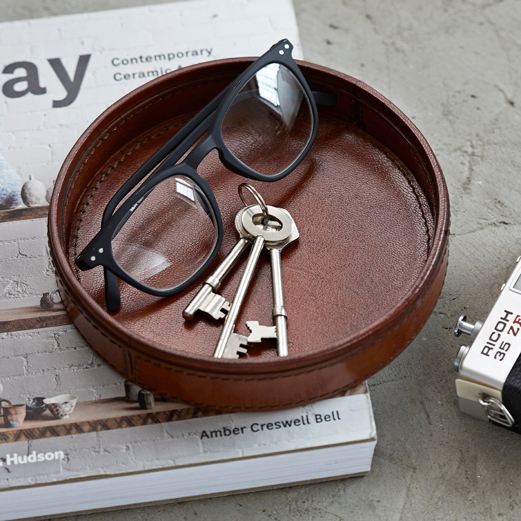 Round leather key tray for side table