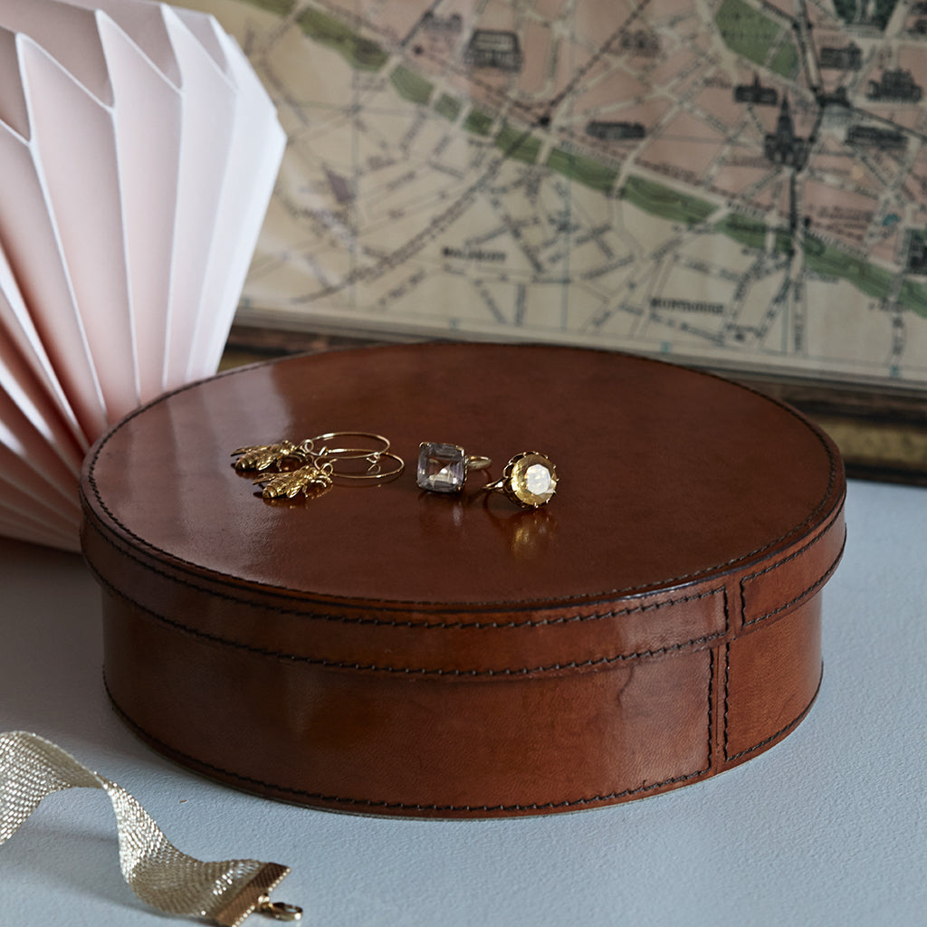 Round Leather Jewellery Box closed
