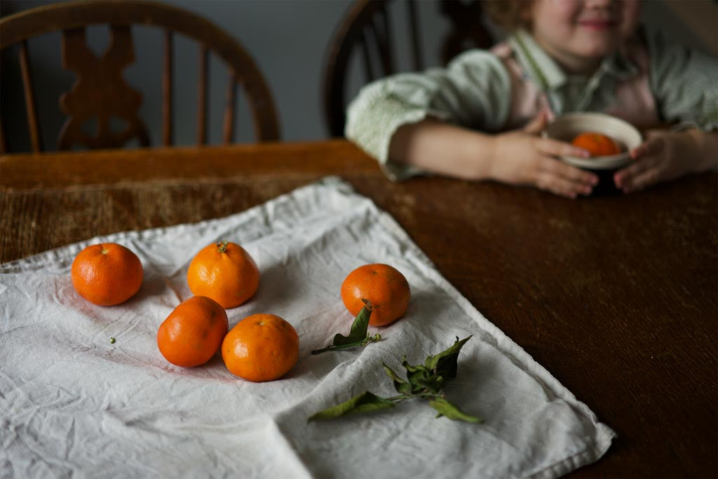 A table with clementines