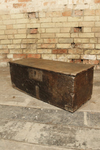 A small 17th c oak chest