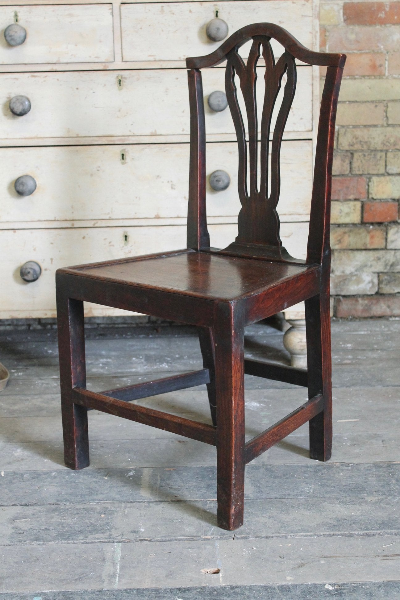 An 18th c Hepplewhite syle elm side chair