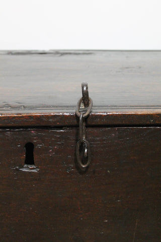 Late 17th century simple English oak boarded chest