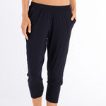 Hanro Cropped yoga pant 078389 | SHEEN UNCOVERED, black