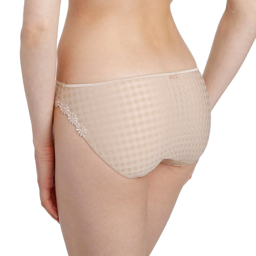 Avero brief, Nude