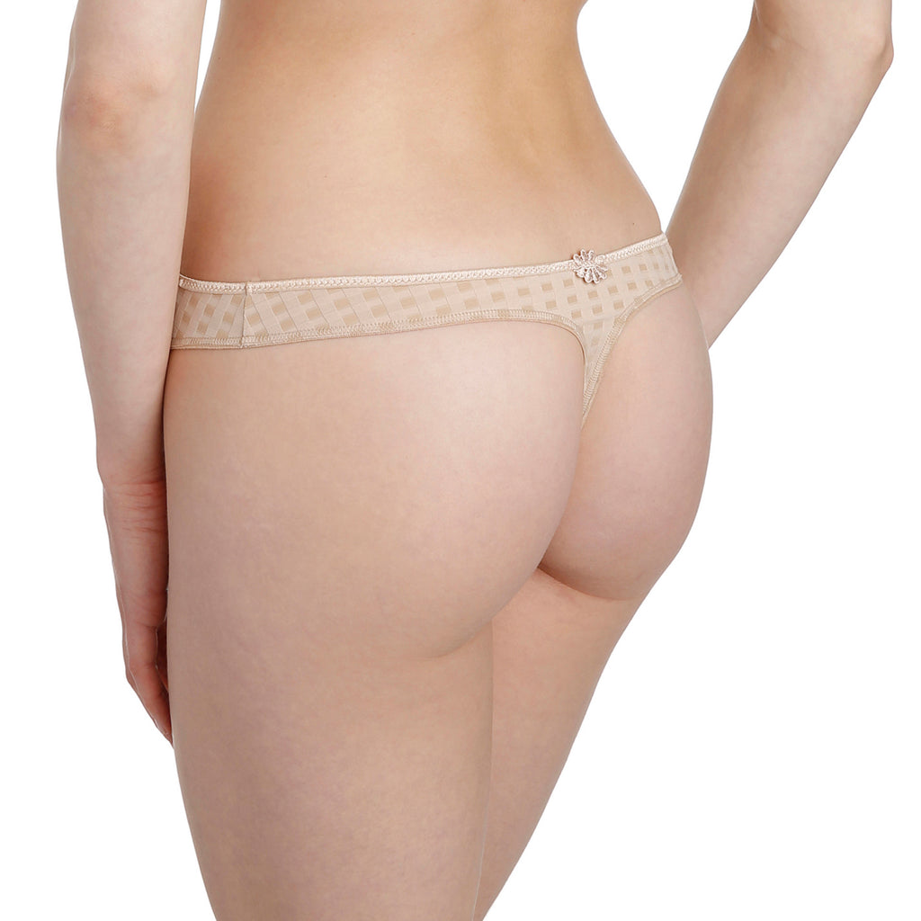 Avero thong, Nude