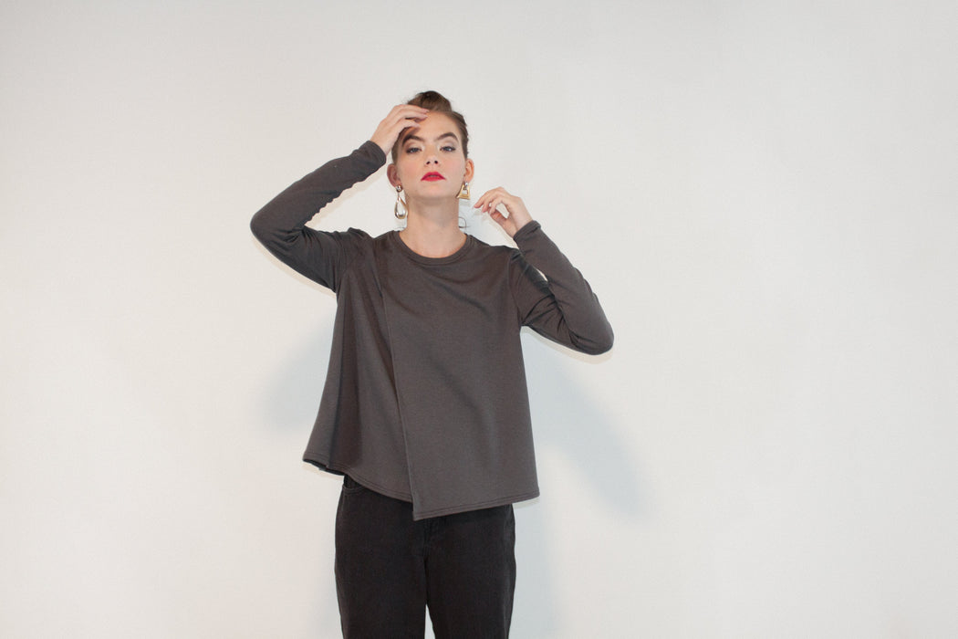 Joeleen Torvick | Easy Side Split Tee | Slate | Hazel & Rose | Minneapolis