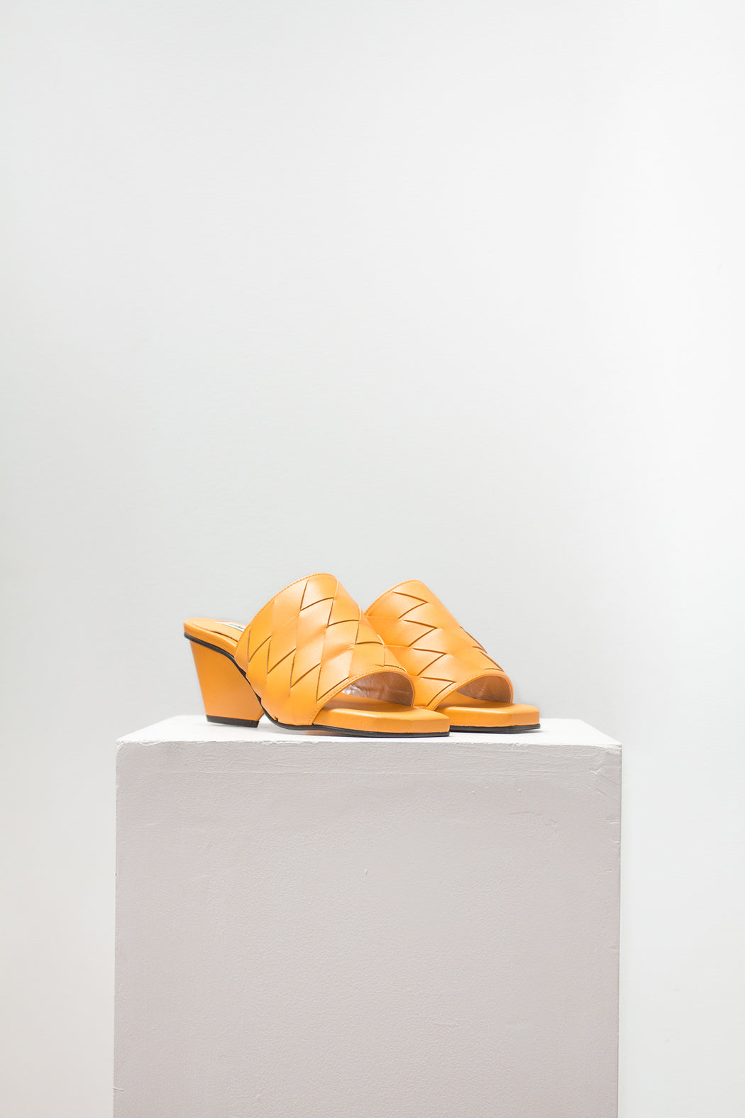 Reike Nen Shoes | Weaving Middle Mule Mandarin | Hazel & Rose
