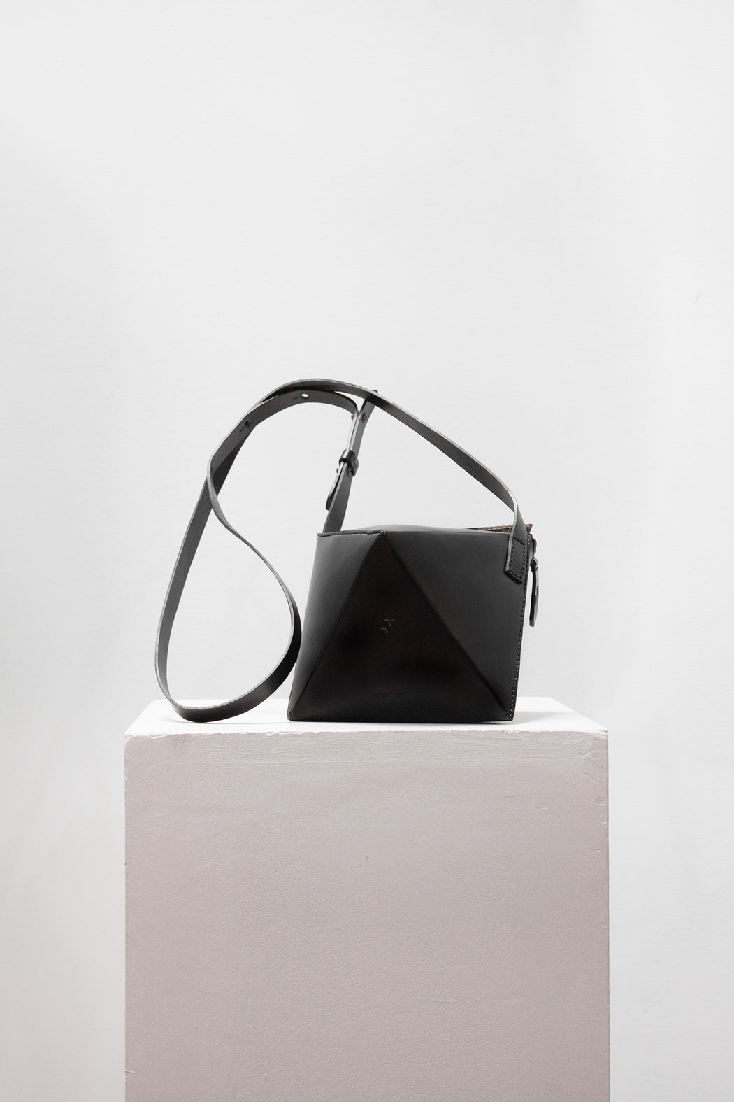 Vere Verto Leather Goods | Octa // Black | Hazel & Rose