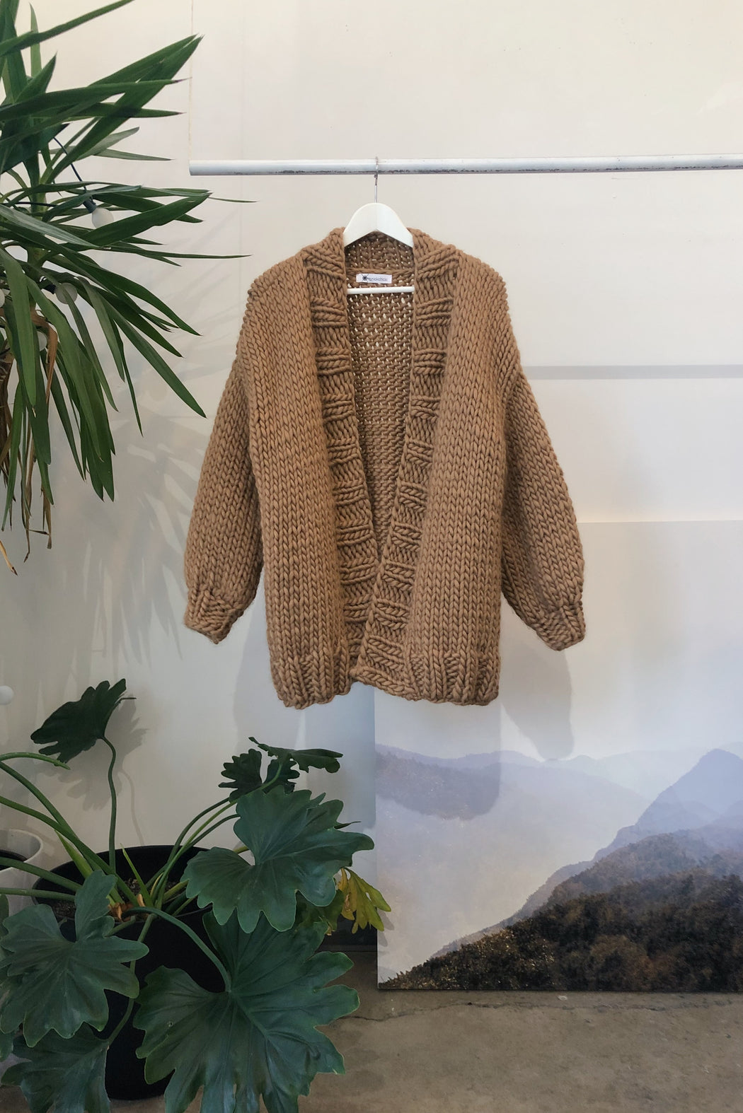 ESSENTIAL CARDIGAN | CAMEL