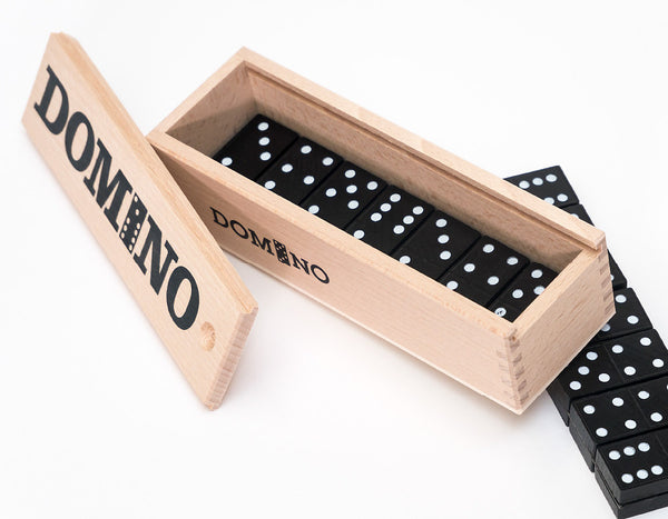 domino spiel in holz box swiss made ein riesen spass swiss wood toys. Black Bedroom Furniture Sets. Home Design Ideas