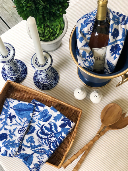 Preparing a blue and white tablesetting