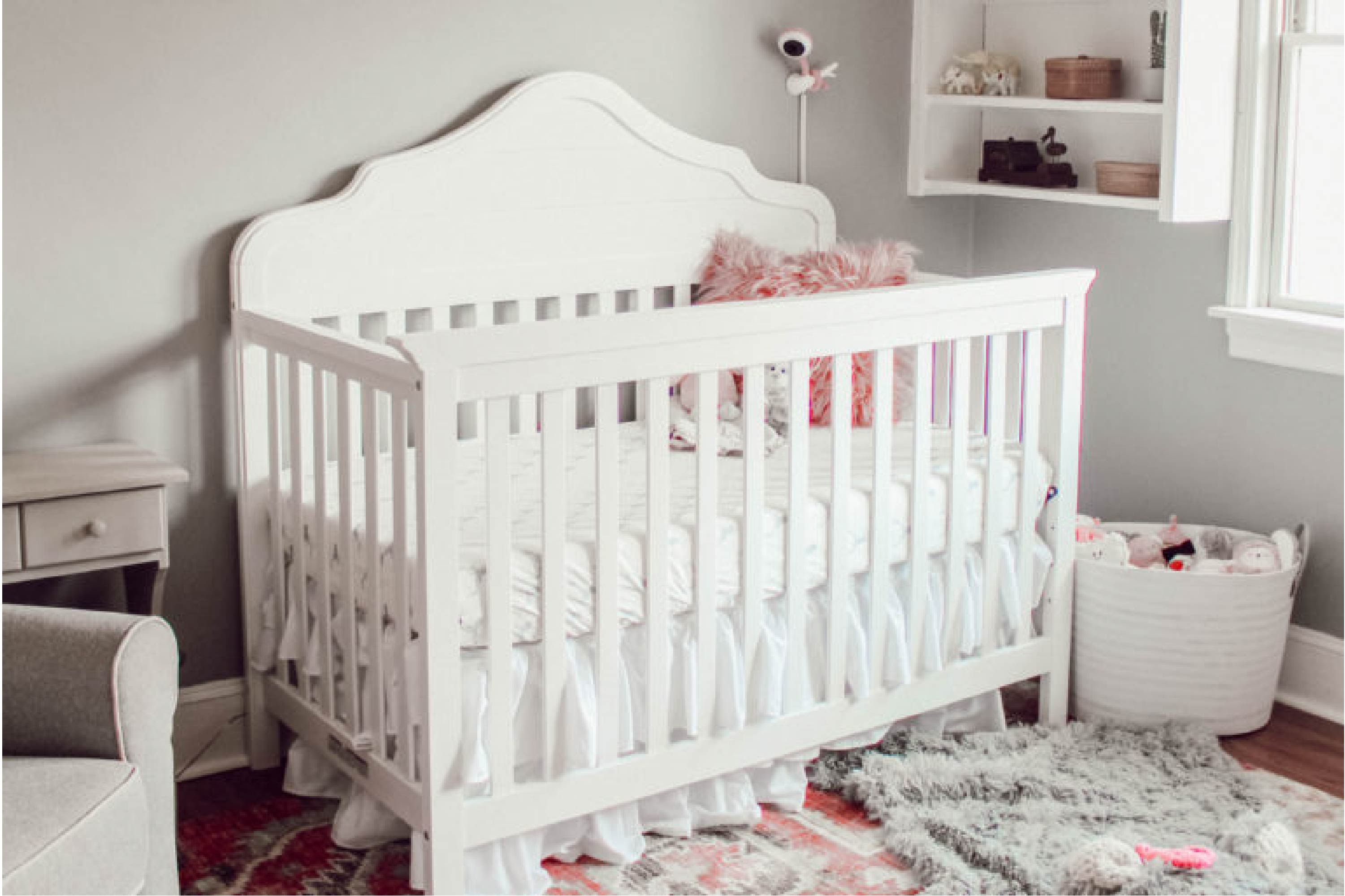 DaVincni Baby FLora 4-in-1 Convertible Crib in White