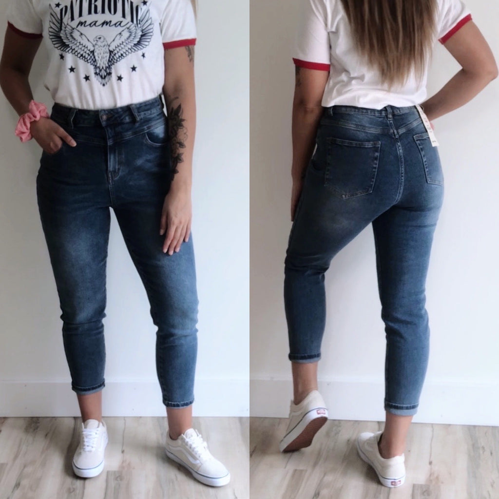 Vintage Mom Jean • Medium Wash