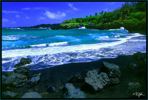 Black Sand Beach with Rocks Maui - Hawaiipictures.com