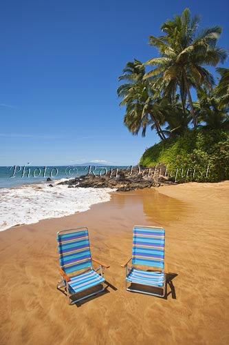 Beach chairs on Changs Beach, Makena, Maui, Hawaii - Hawaiipictures.com