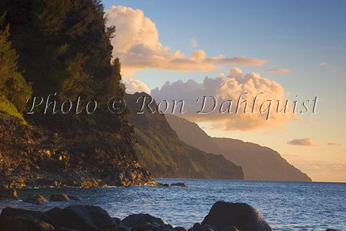 Na Pali Cliffs at sunset, Kauai, Hawaii - Hawaiipictures.com
