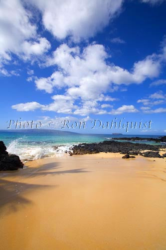 Beautiful Secret Beach in Makena, Maui, Hawaii Picture Photo - Hawaiipictures.com