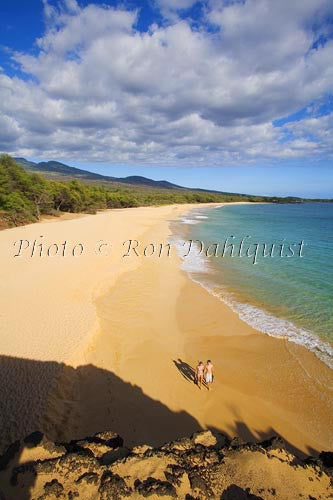 Couple with snorkel gear on Oneloa Beach, Big Beach, Makena, Maui, Hawaii MR Picture