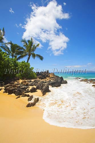 Beautiful Makena Beach, also known as Secret Beach, Maui, Hawaii - Hawaiipictures.com