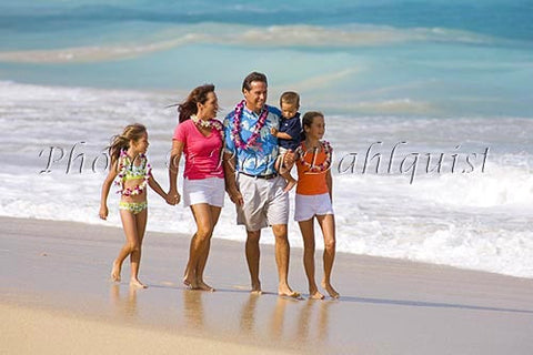 Vacationing family on the beach, Maui, Hawaii Picture Photo - Hawaiipictures.com