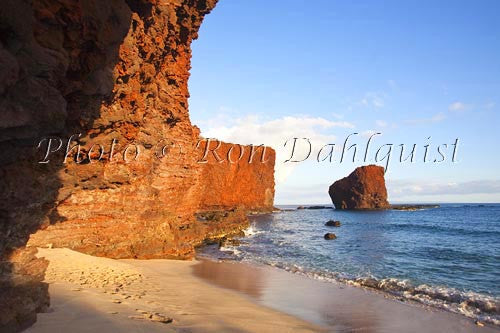 Late afternoon light on Puu Pehe Rock on Lanai, Hawaii Picture - Hawaiipictures.com