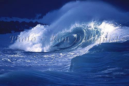 Wave breaking on the north shore of Oahu, Hawaii - Hawaiipictures.com